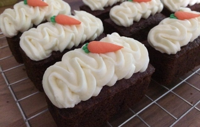 carrot-mini-loaves-with-cream-cheese-frosting-2-002