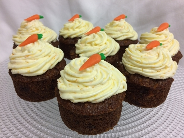carrot-orange-cakes-with-orange-buttercream-4-001