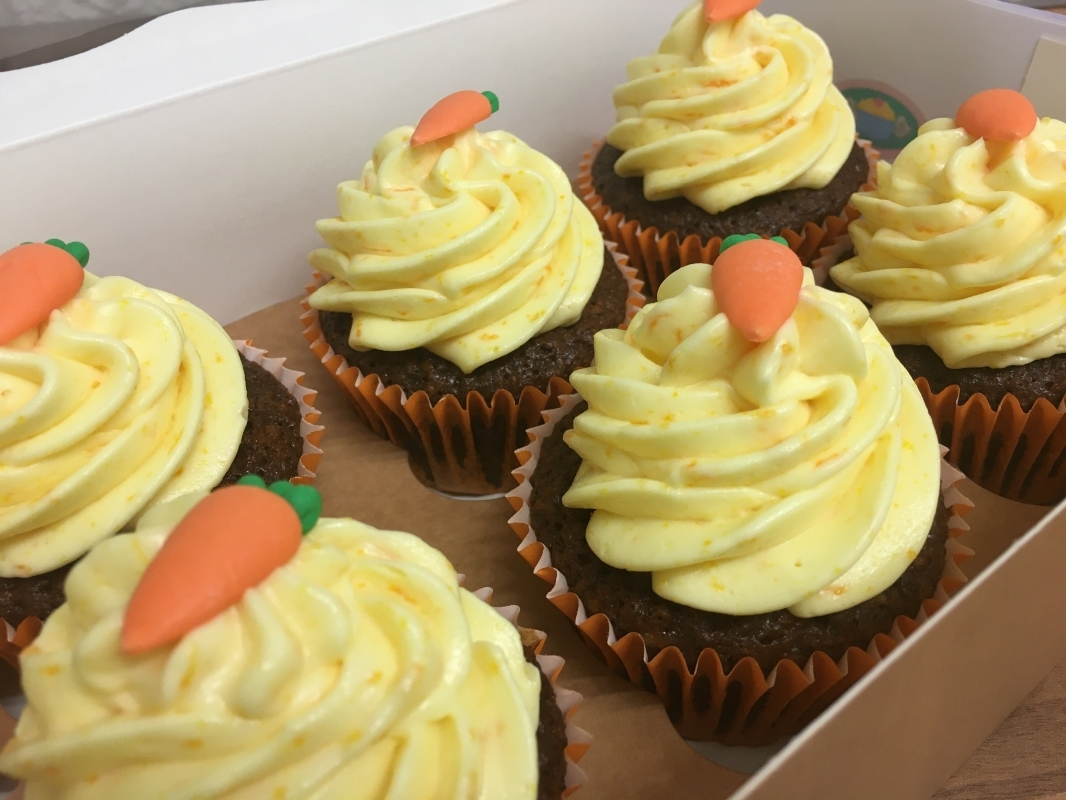 gluten-free-carrot-orange-cupcakes-in-gift-box-december-2020-2.jpg