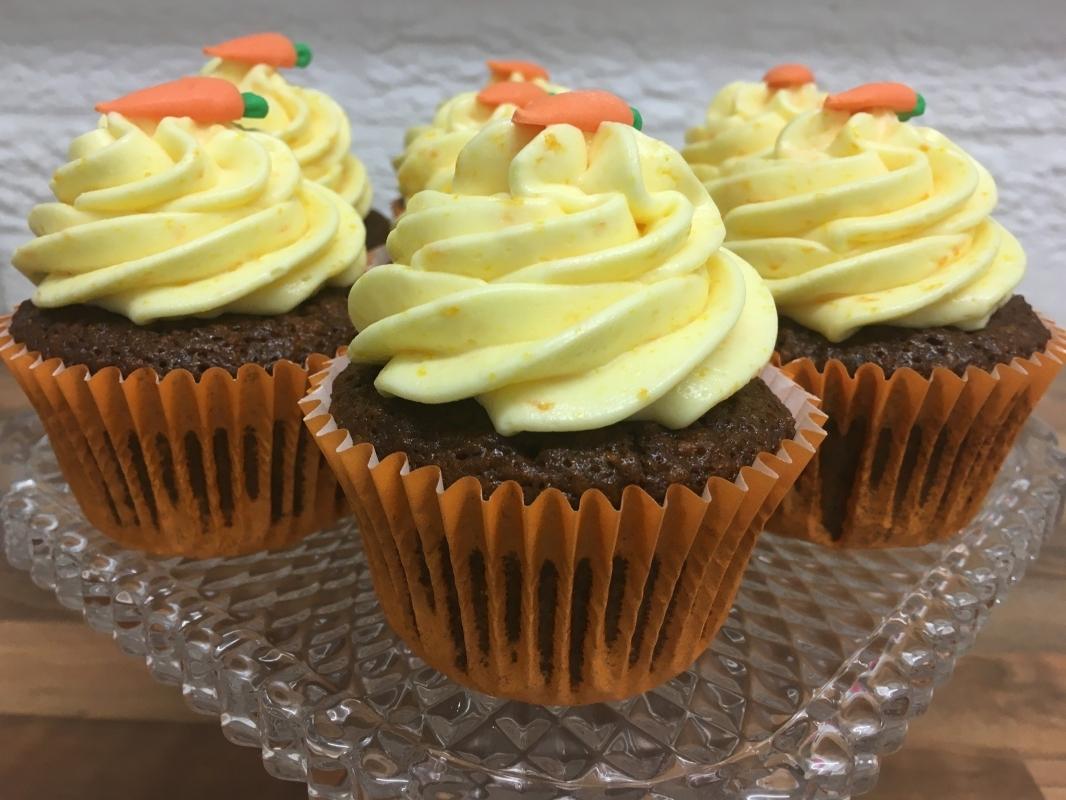 gluten-free-carrot-orange-cupcakes-on-cake-stand-december-2020-2-.jpg
