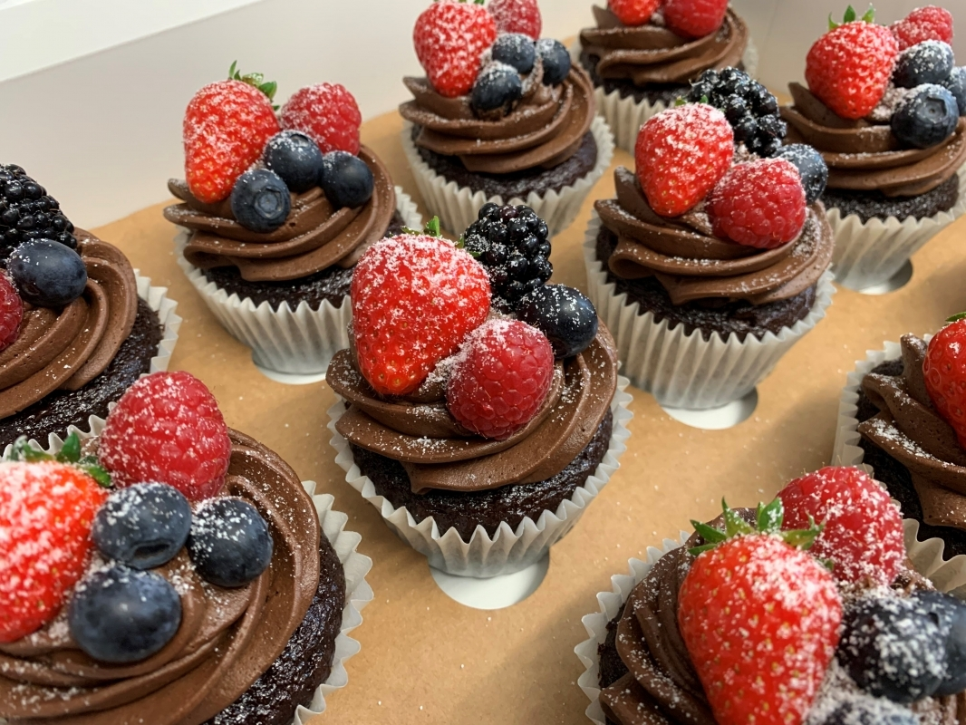 gluten-free-chocolate-cupcakes-with-chocolate-buttercream-and-fresh-berries-decoration-may-2021.jpg