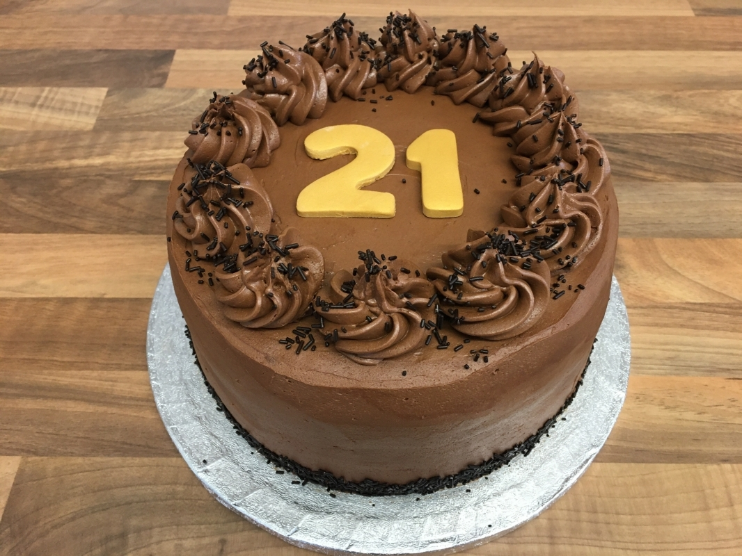 gluten-free-chocolate-fudge-cake-for-21st-birthday-001.jpg
