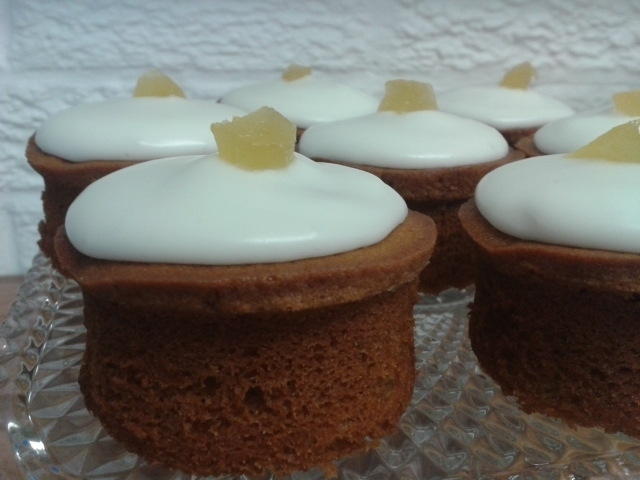 golden-ginger-cakes-with-lemon-icing-001