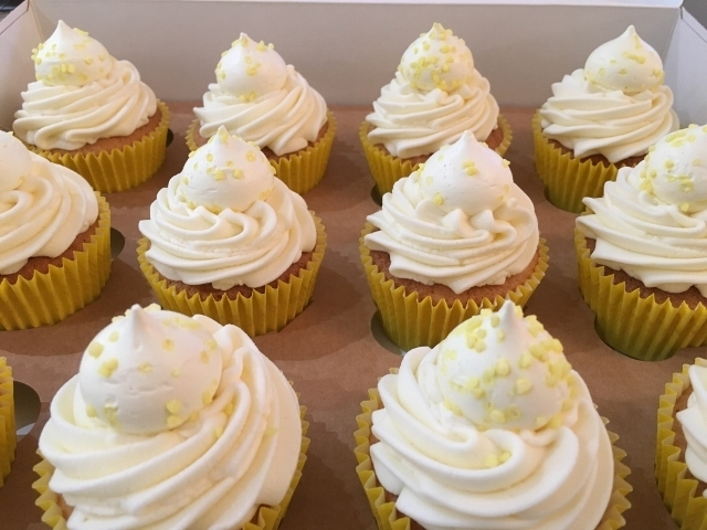 lemon-curd-cupcakes-in-large-gift-box.jpg