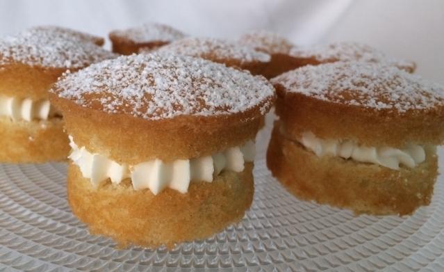 mini-victoria-sponge-cakes-on-stand.jpg