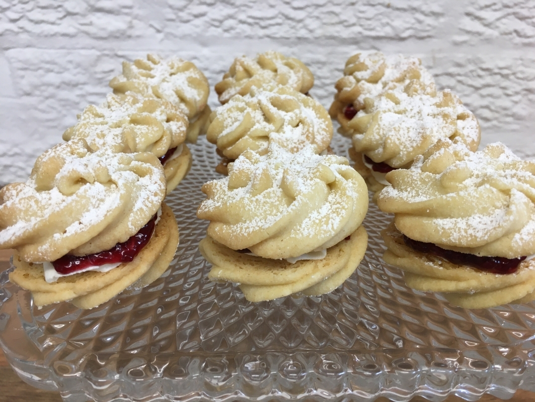 mini-viennese-whirl-biscuits-on-cake-stand-september-2020-3.jpg