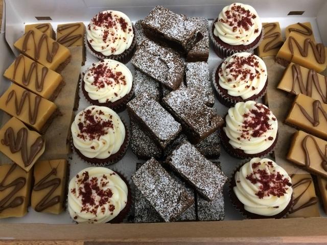 modern-classics-cake-tray-3