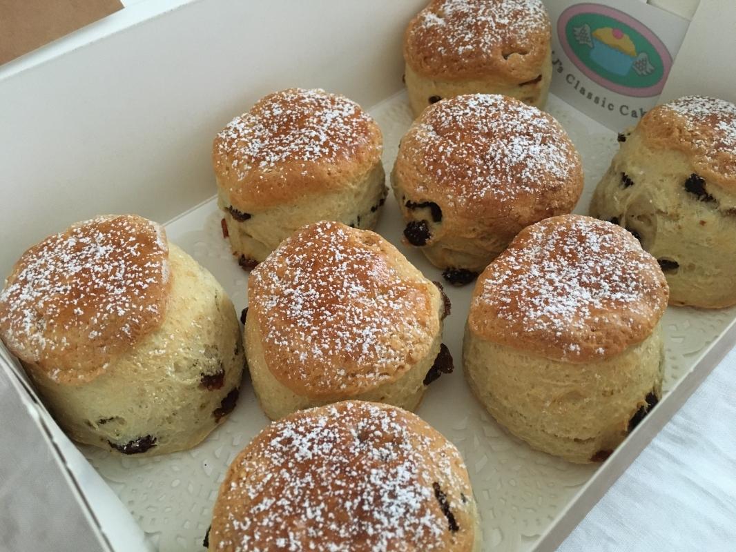 sultana-scones-in-cake-box-new-to-range-2-2019.jpg