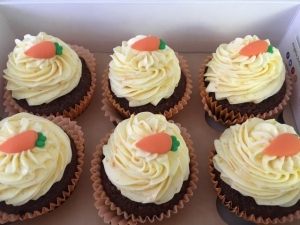 carrot-orange-cupcakes-with-orange-buttercream-and-edible-carrot-decoration-7.jpg