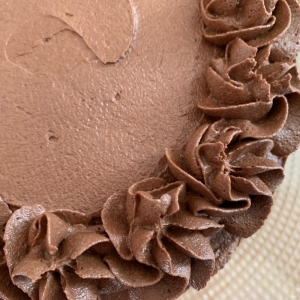chocolate-cake-6-inch-two-layer-filled-and-topped-with-chocolate-buttercream-july-2021-001.jpg