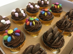 chocolate-sweeties-cupcakes-in-gift-box-march-2021-5.jpg