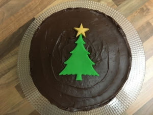 christmas-chocolate-fudge-cake-gluten-free-with-chocolate-mousse-frosting-november-2020-4.jpg