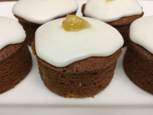 golden-ginger-mini-cake-with-lemon-icing-february-2021.jpg