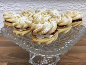 mini-viennese-whirl-biscuits-on-cake-stand-september-2020.jpg