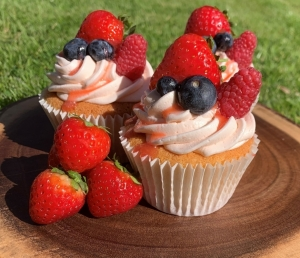 summer-fruit-cupcakes-on-display-2-2-.jpg