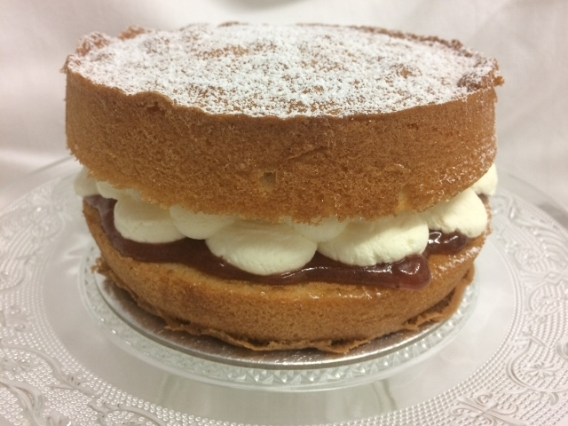 victoria-sponge-cake-with-jam-and-cream-